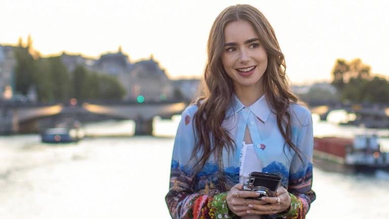 """Eine Szene aus """"Emily in Paris""""."""