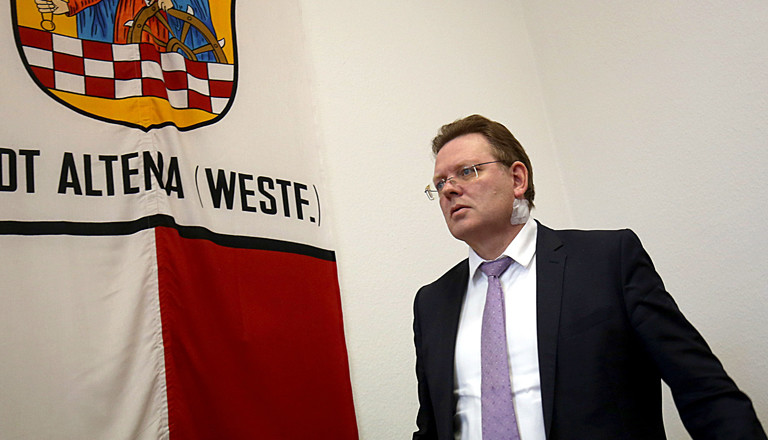 Bürgermeister von Altena, Andreas Hollstein, nach dem Attentat auf ihn