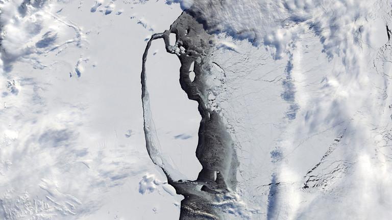 Riesiger Eisberg zerfällt immer weiter
