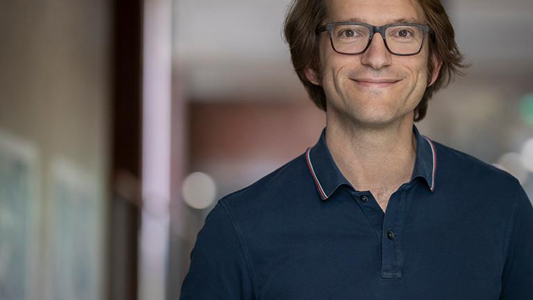 Porträtfoto von Thomas Bornheim; er leitet die Programmierschule 42 in Heilbronn.