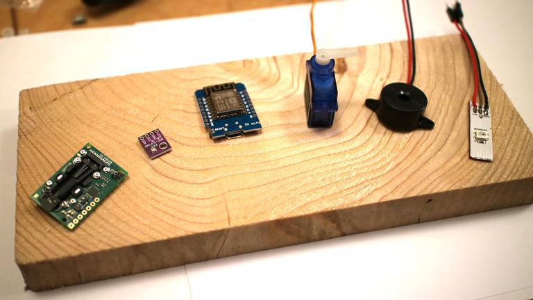 Der SCD30-Sensor misst den CO2-Gehalt, der winzige BME280 den Luftdruck.
