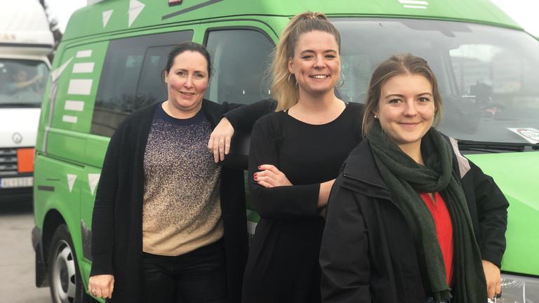 Dlf-Nova-Reporterinnen Tina Howard (links) und Rahel Klein (mitte), zusammen mit Fanny Bartsch.