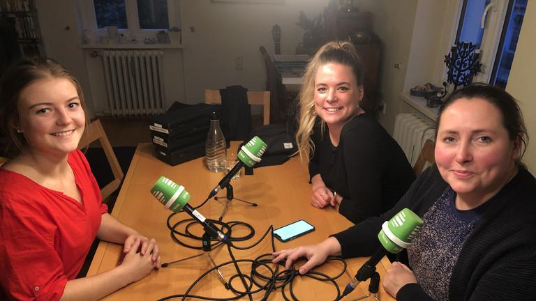 Fanny beim Interview mit Rahel und Tina.