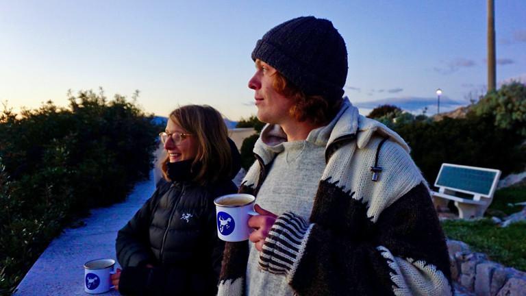 Ina Bierfreund und Tim Noetzel genießen den Sonnenuntergang in Italien