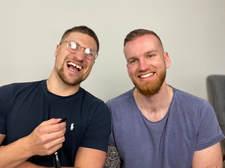 """Kevin (links) und Dennis (rechts) vom Podcast """"Gedankenallerlei""""."""