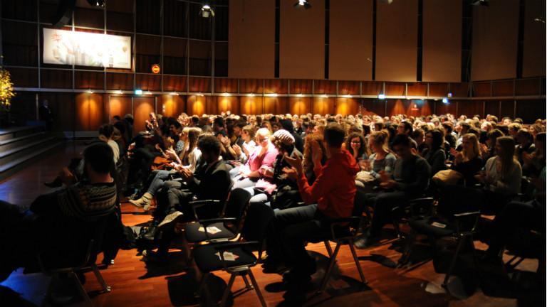 Das Publikum beim Radiokonzert von L'aupaire