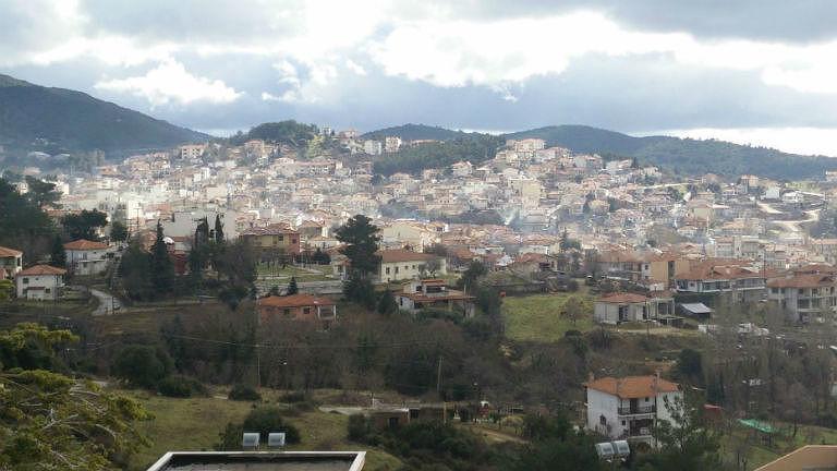 Übersicht über die Häuser einer Kleinstadt.