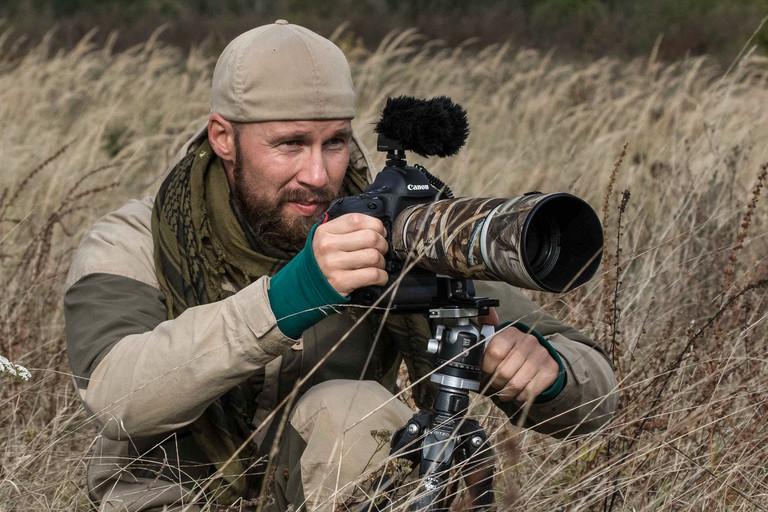 Robert Marc Lehmann bei seiner Arbeit als Naturfotograf.