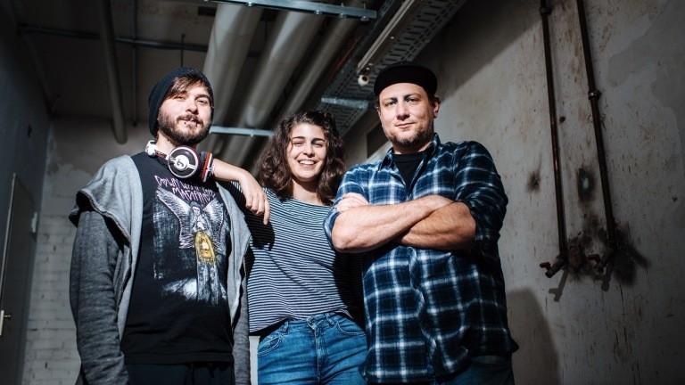 Das Entwicklungsteam von TriTrie Games: Pierre Schlömp, Sarah Abouzari und Seren Besorak