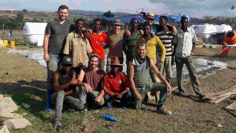 Die Studentengruppe und ihre Helfer.