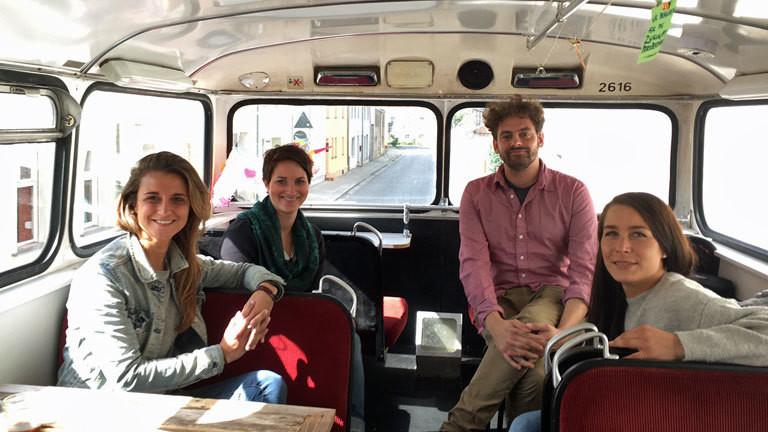 Im Bus der Begegnung
