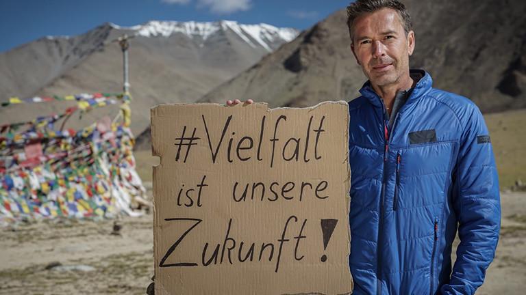 Dirk Steffens wirbt für UN-Dekade Vielfalt