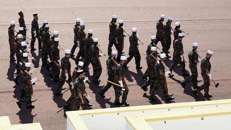 Französische Fremdenlegionäre üben in ihrem Hauptquartier im französischen Aubagne für die Militärparade zum französischen Nationalfeiertag