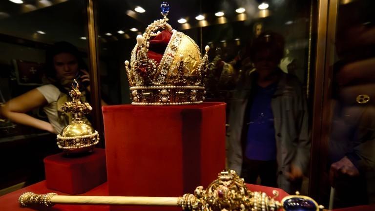 Die österreichische Kaiserkrone und weitere Insignien