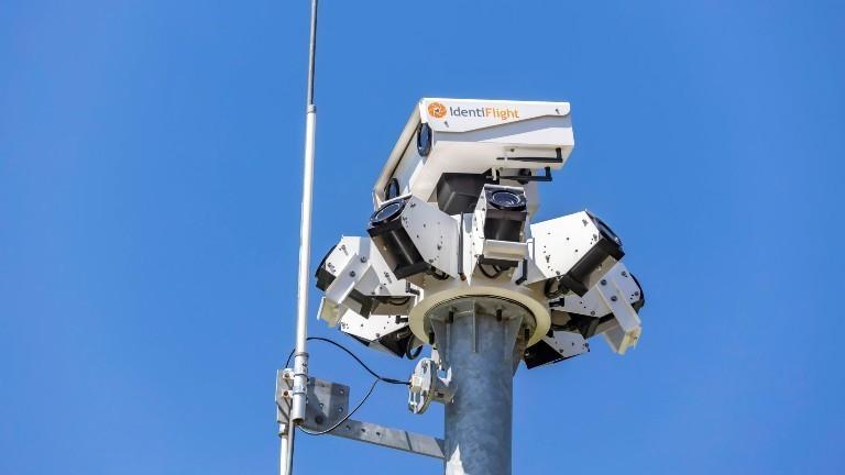 Ein Kamerasystem, um Greifvögel vor Windrädern zu beschützen