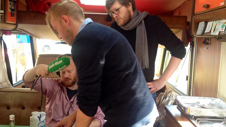 Reporter Moritz Metz mit Kollegen