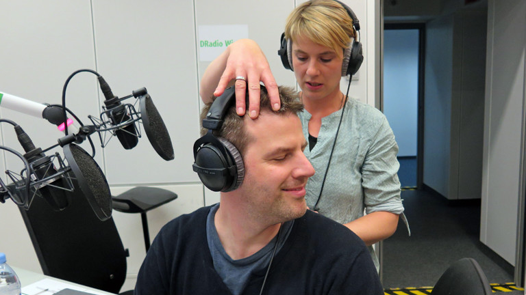 Hundeosteopathin Marina Eßer mit Moderator Ralph Günther