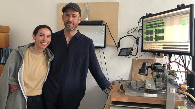 Vinyl wird zum Handwerk: Kristin und Mikale machen individuelle Schallplatten