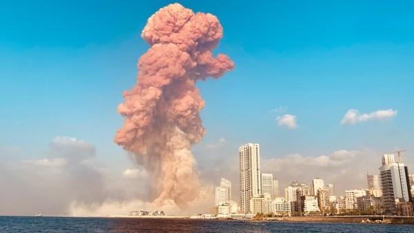 Eine rießige Explosion am Hafen von Beirut
