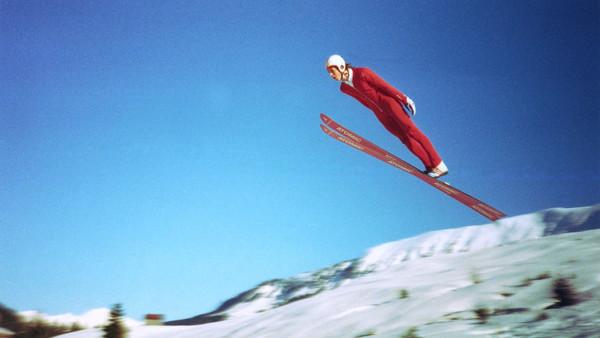 Werner Schuster, Cheftrainer der deutschen Skispringer, als junger Sportler beim Skispringen in den 80er Jahren im Kleinwalsertal