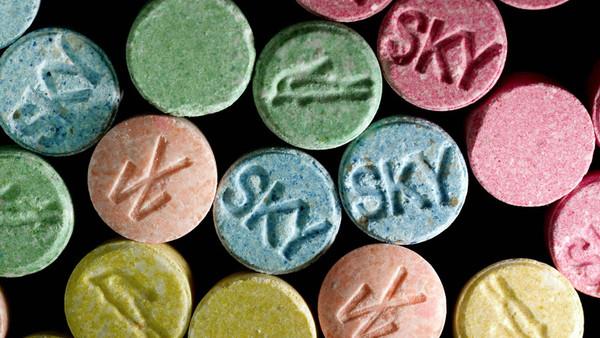 Bunte Extasy-Pillen.
