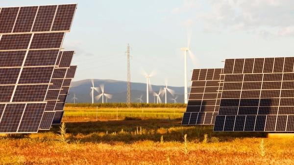Solaranlagen und Windräder