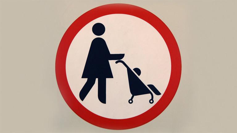Verbotsschild für Mutter mit Kinderwagen