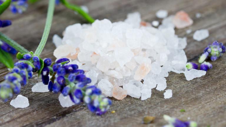 Nahaufnahme von dicken Salzkörnern
