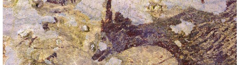 Das Foto zeigt an einer Höhlenwand in Indonesien einen Ausschnitt der vermutlich ältesten bislang bekannten Jagdszene der Menschheit. Der Ausschnitt stellt eine Jagdszene dar. Das Alter wird von Experten auf mindestens 43 900 Jahre geschätzt, wie die Fachzeitschrift «Nature» am Mittwoch berichtete.