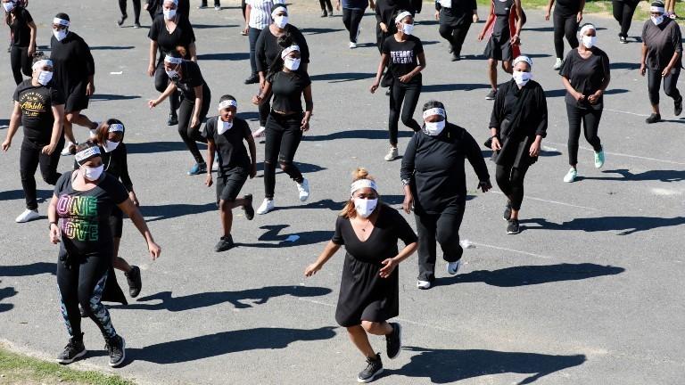 Junge Menschen in Südafrika tanzen auf die Jerusalem-Dance Challenge