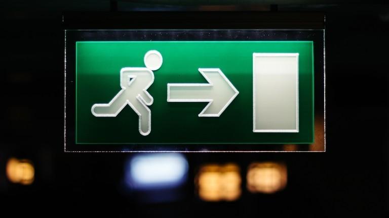 Ein grünes Exitschild
