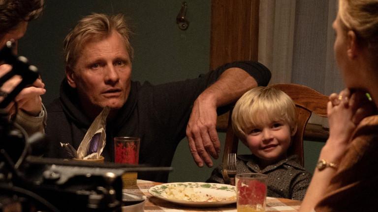 Mit FALLING, in der Viggo Mortensen auch eine der beiden Hauptrollen übernimmt, legt der renommierte Schauspieler sein Regiedebüt vor.