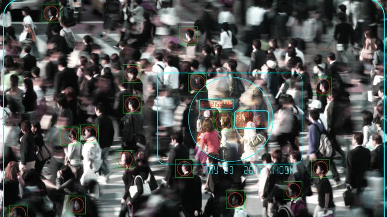 Menschenmasse wird von Kamera aufgezeichnet
