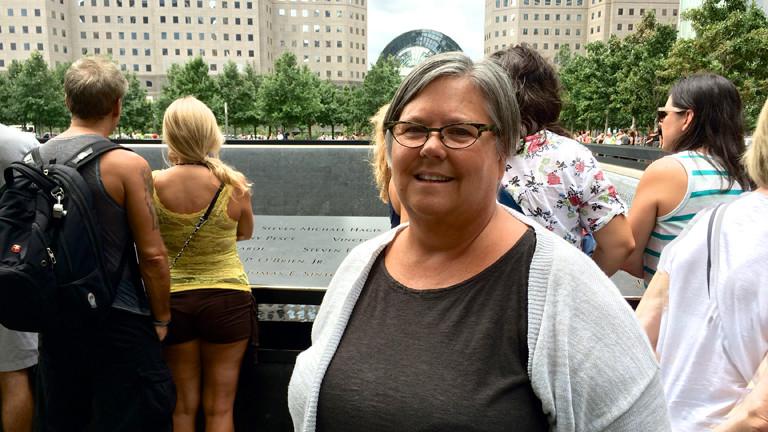 Jeanmarie vor dem 9/11-Memorial