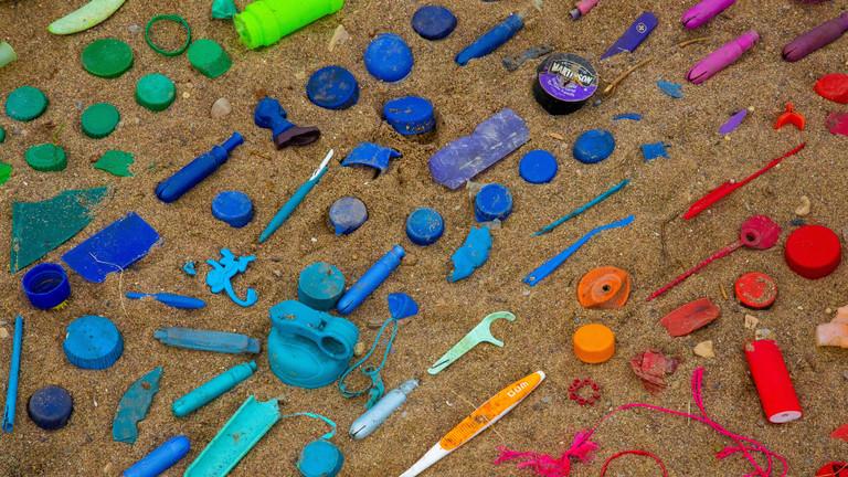 Plastikartikel am Strand