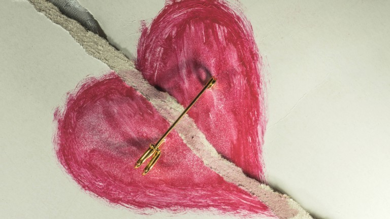 Symbolbild eines geflickten Herzens.