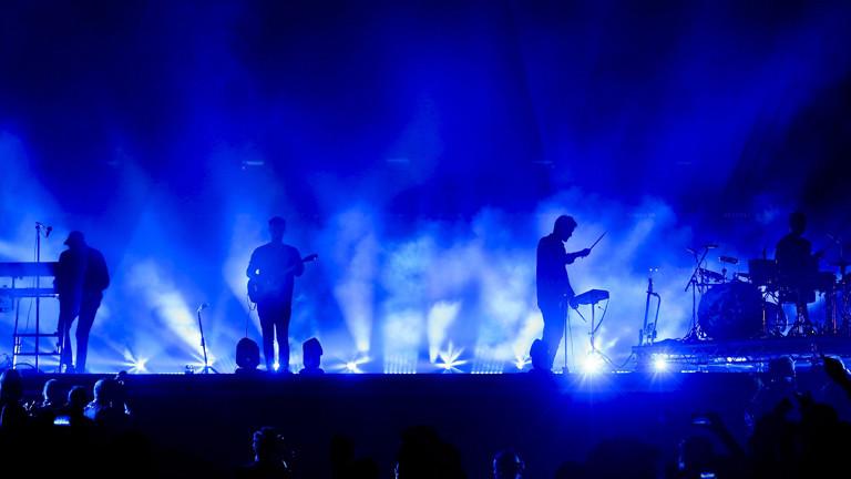 Die Band Alt-J bei einem Konzert auf der Bühne