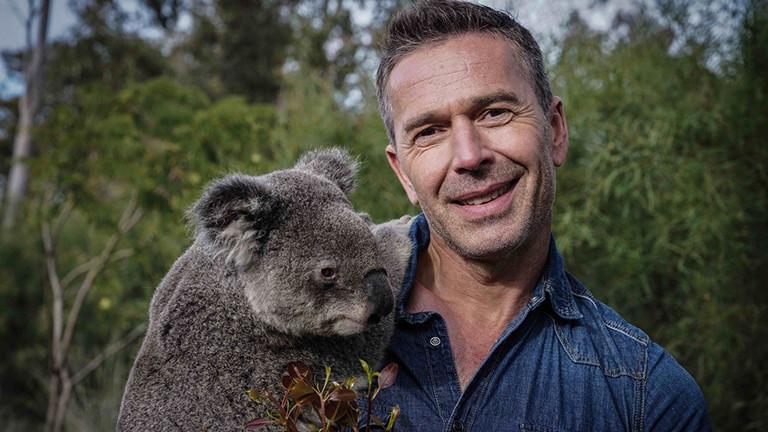 Dirk Steffens mit einem Koala in Australien