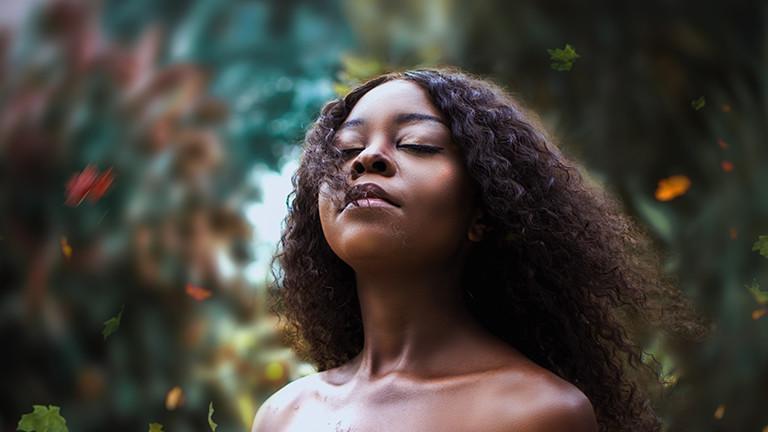 Schwarze Frau Symbolbild