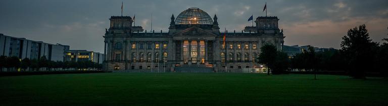 Reichstagsgebäude mit dem Bundestag am Morgen des 26.09.2021