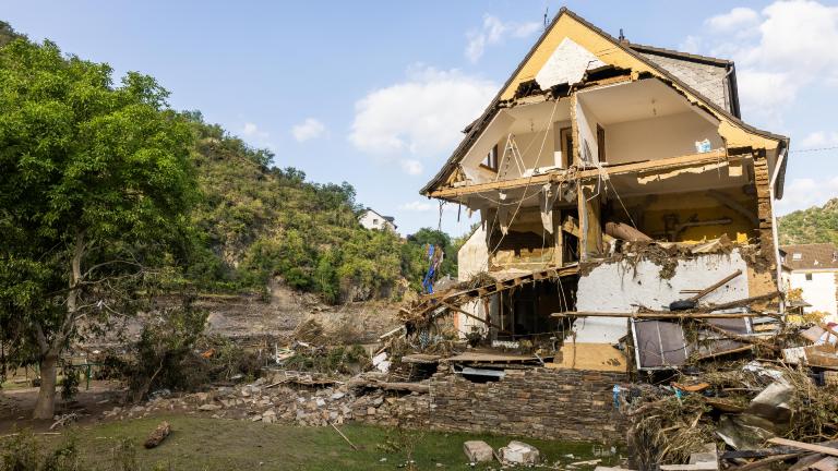 Ein zum Teil zerstörtes Haus in Altenahr