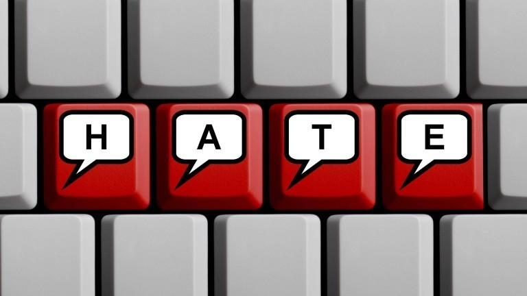 """Tastatur, auf der """"Hate"""" steht"""