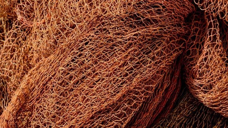 Ein orangenes Fischernetz