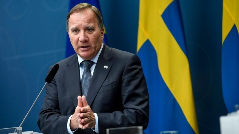 Der schwedische Premierminister Stefan Lofven vor einer schwedischen Flagge