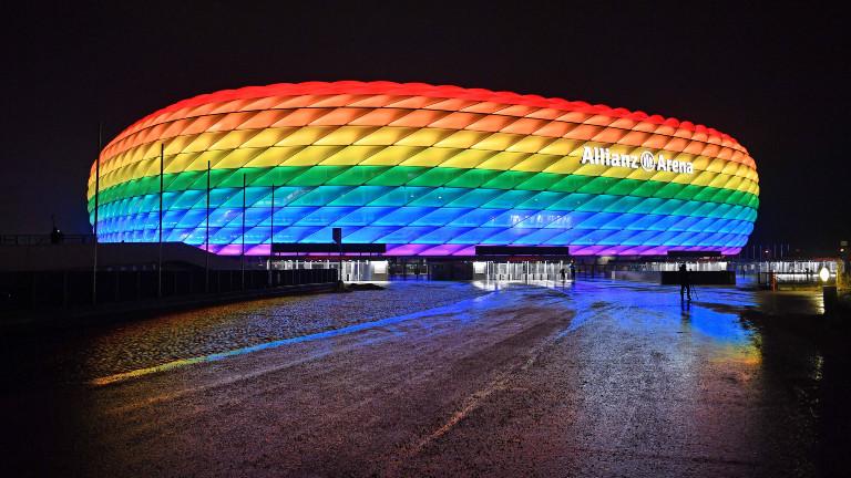 Die Allianzarena in Regenbogenfarben