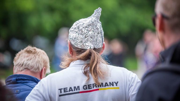 Demo Berlin Anti-Corona-Maßnahmen Aluhut