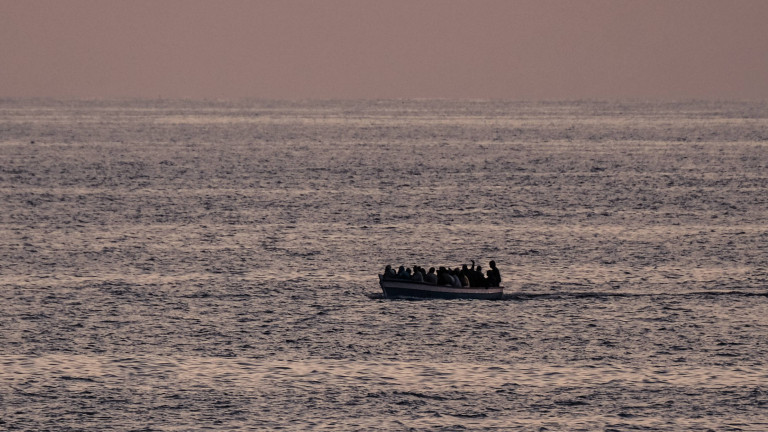 Boot mit Geflüchteten 2017 westlich von Tripolis in Internationalen Gewässern