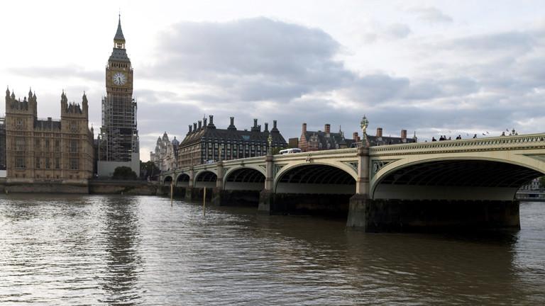 Die Towerbridge und der Tower in London.