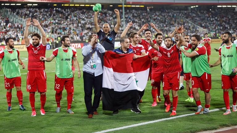 Das Syrische Fußball-Nationalteam beim Jubel nach einem 2:2 gegen den Iran.