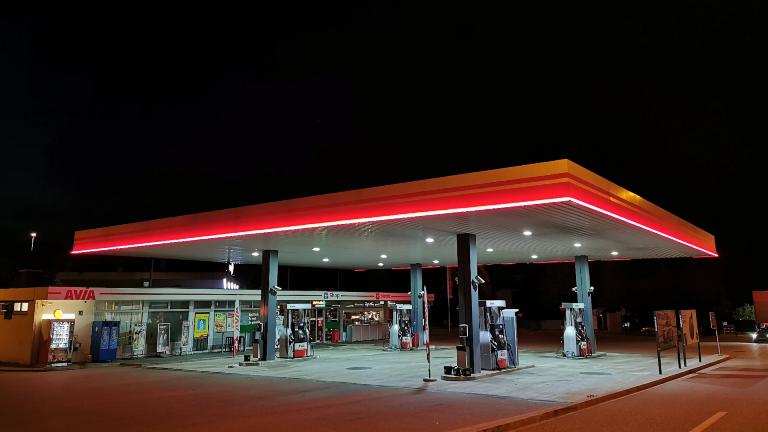 Avia Tankstelle auf einer Autobahnraststätte
